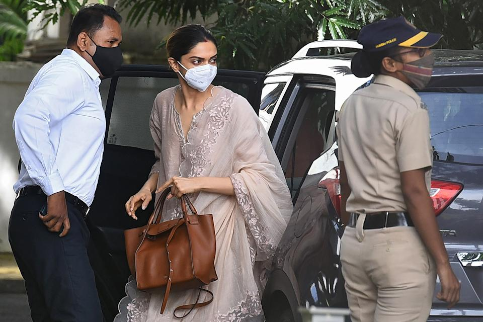 Bollywood actress Deepika Padukone (C) arrives to attend questioning by Narcotics Control Bureau (NCB) officials, in Mumbai on September 26, 2020. - Padukone was questioned on September 26 by Indian authorities in connection with a drugs probe into the suicide of actor Sushant Singh Rajput. (Photo by Samit Jadhav / AFP) (Photo by SAMIT JADHAV/AFP via Getty Images)
