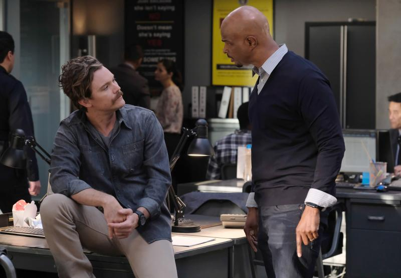 """LETHAL WEAPON: Pictured L-R: Clayne Crawford and Damon Wayans in the """"Double Shot of Bailey's"""" episode of LETHAL WEAPON airing Tuesday, Jan. 16 (8:00-9:00 PM ET/PT) on FOX. (Photo by FOX Image Collection via Getty Images)"""