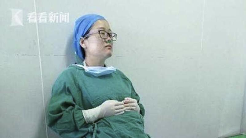 Pregnant Chinese surgeon collapses after performing four operations without a break