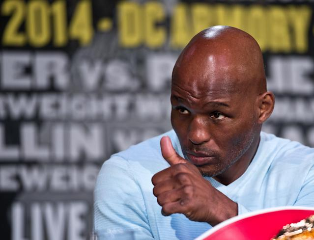 US boxer Bernard Hopkins gives the thumbs up during a press conference in Washington on April 17, 2014 (AFP Photo/Nicholas Kamm )