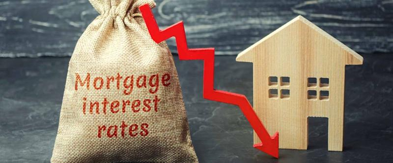 Low interest in mortgages. Reducing interest payments for mortgages. The fall in housing rates on credit. Low