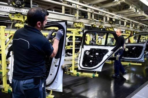 German investor confidence edges up in November