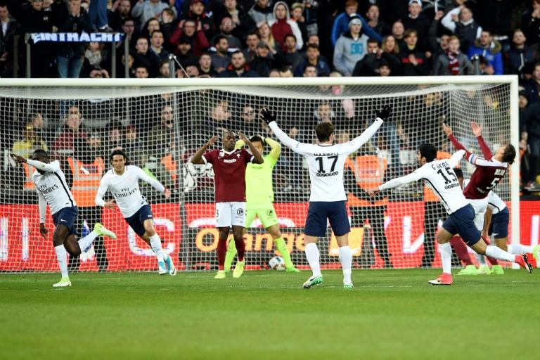Paris Saint-Germain's French midfielder Blaise Matuidi (1st-L) celebrates with his teammates after scoring the last goal of the French L1 football match between Metz and Paris on April 18, 2017