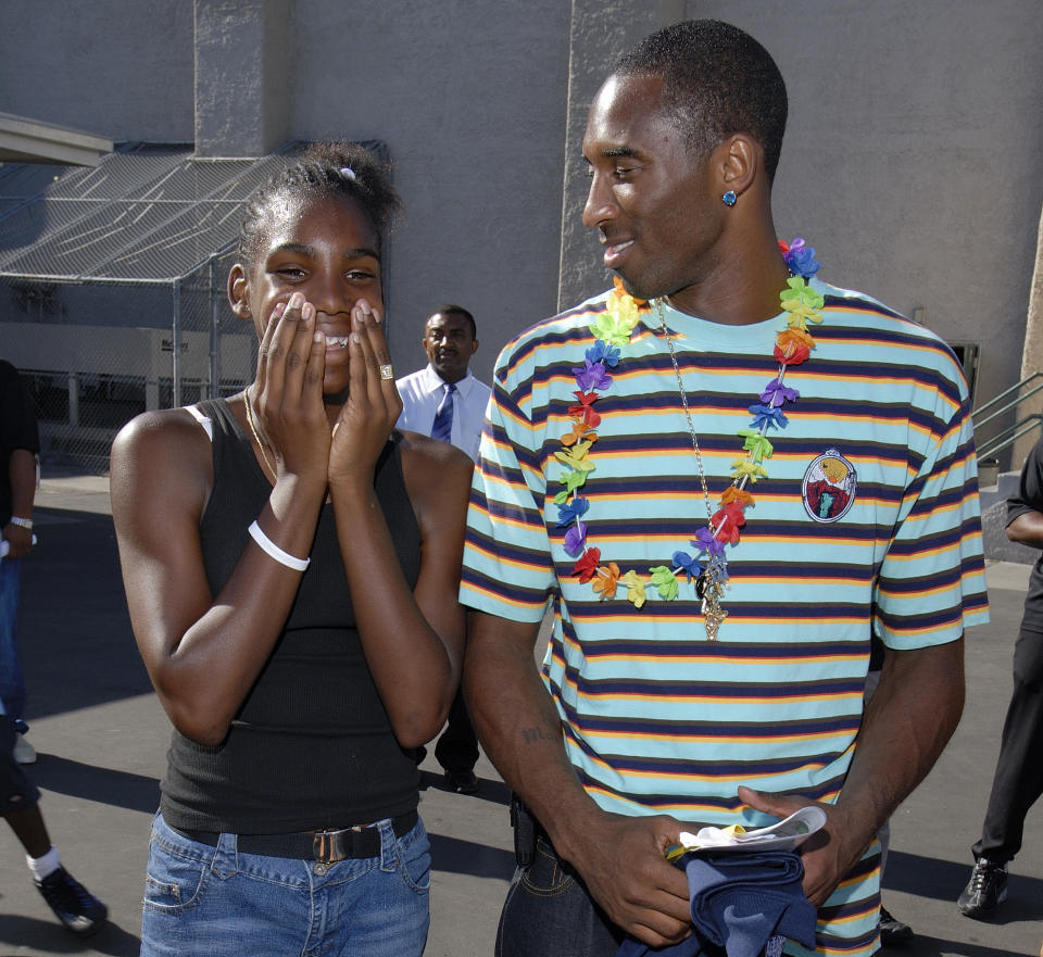 Reshanda Gray meets Kobe Bryant in 2006 while she was in middle school.(Photo courtesy of After-School All-Stars)