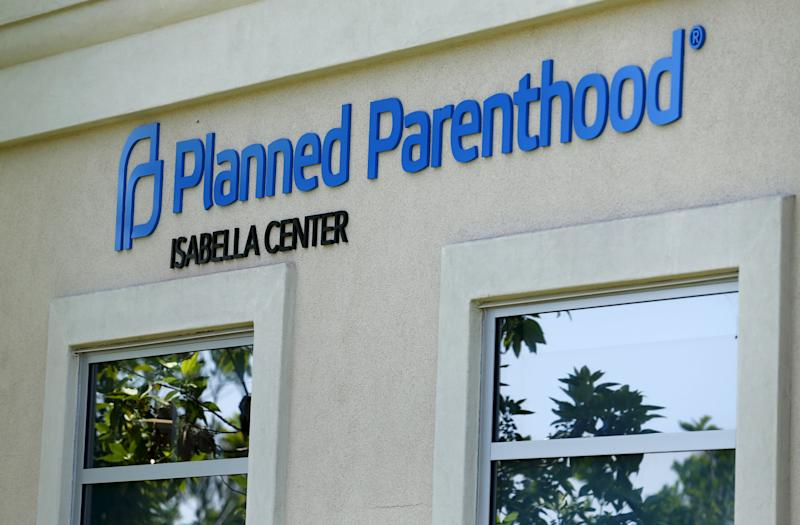 A Planned Parenthood clinic is seen in Vista, California, August 3, 2015. Planned Parenthood will be the focus of a partisan showdown in the U.S. Senate on Monday, as abortion foes press forward a political offensive against the women's healthcare group over its role in fetal tissue research. Congressional Republicans are trying to cut off Planned Parenthood's federal funding, reinvigorating America's debate about abortion as the 2016 presidential campaign heats up.     REUTERS/Mike Blake