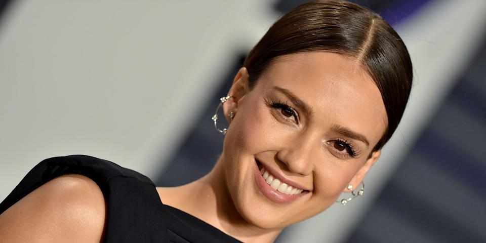 Jessica Alba Just Posted A No Makeup Selfie With Needles All Over Her Face