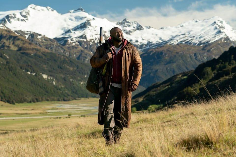 Nonso Anozie como Tommy Jepperd em 'Sweet Tooth'. Imagem: Kirsty Griffin/Netflix
