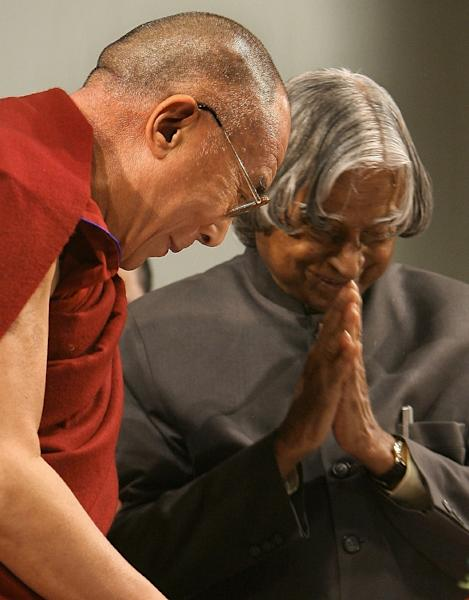 Former President A P J Abdul Kalam (R) bows to exiled Tibetan spiritual leader the Dalai Lama after addressing the launch of the Global Foundation for Civilizational Harmony in New Delhi, on January 22, 2008 (AFP Photo/Manan Vatsyayana)