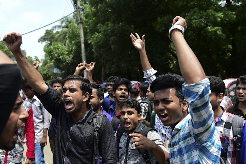 Students in the Bangladeshi capital Dhaka protest after the murder of law student Nazimuddin Samad on April 7, 2016 (AFP Photo/Munir Uz Zaman)
