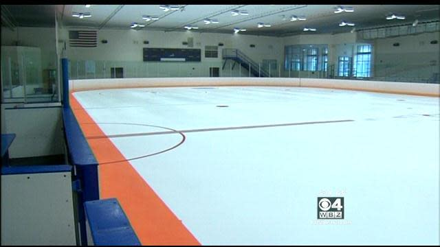 U.S. prep schools put 'warning track' on ice to reduce checking from behind injuries