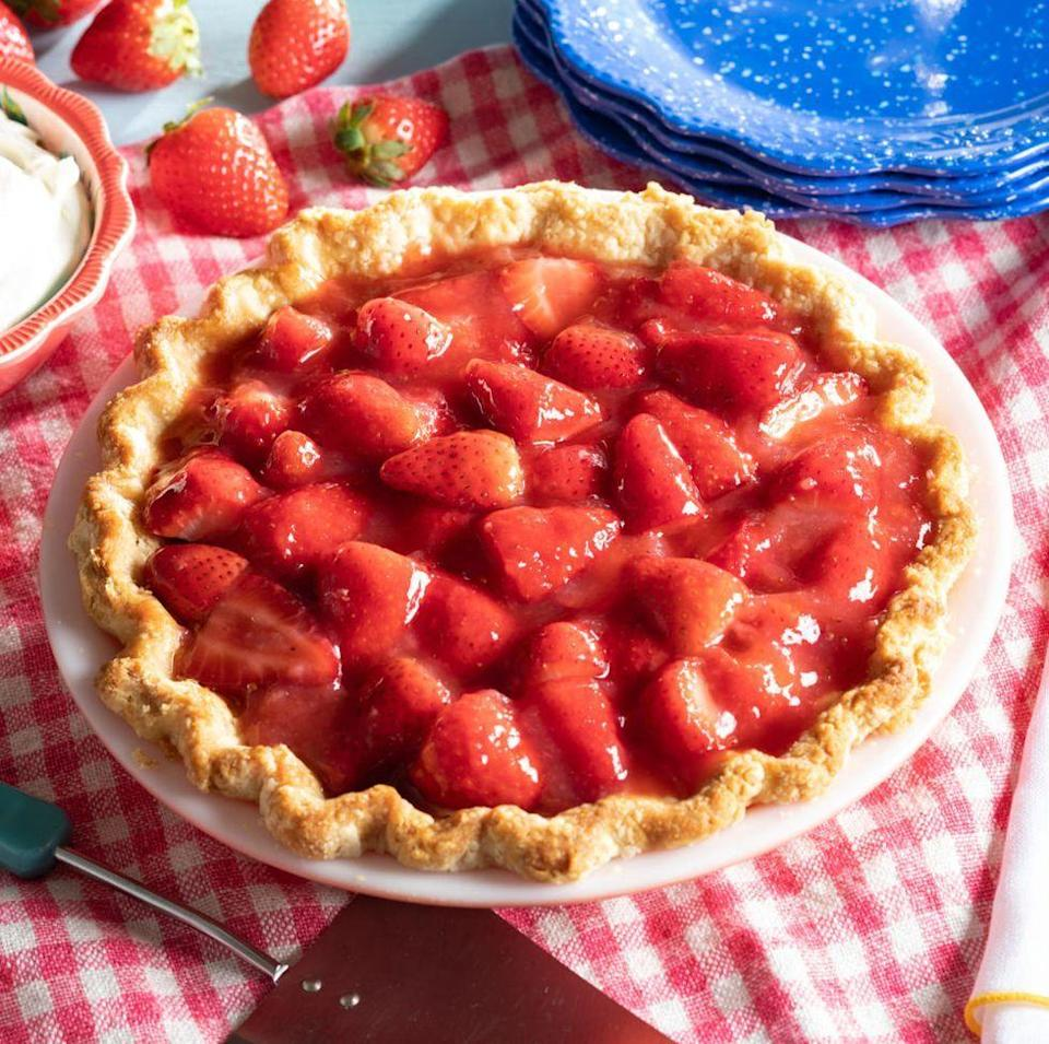 """<p>Summertime is the season of easy desserts, and this five-ingredient strawberry pie is no exception. Plus, it would make a beautiful addition to your <a href=""""https://www.thepioneerwoman.com/food-cooking/meals-menus/g32174441/fourth-of-july-menu-ideas/"""" rel=""""nofollow noopener"""" target=""""_blank"""" data-ylk=""""slk:July 4th menu"""" class=""""link rapid-noclick-resp"""">July 4th menu</a>. </p><p><a href=""""https://www.thepioneerwoman.com/food-cooking/recipes/a35917337/easy-strawberry-pie/"""" rel=""""nofollow noopener"""" target=""""_blank"""" data-ylk=""""slk:Get the recipe."""" class=""""link rapid-noclick-resp""""><strong>Get the recipe. </strong></a></p><p><a class=""""link rapid-noclick-resp"""" href=""""https://go.redirectingat.com?id=74968X1596630&url=https%3A%2F%2Fwww.walmart.com%2Fsearch%2F%3Fquery%3Dpioneer%2Bwoman%2Bpie%2Bpan&sref=https%3A%2F%2Fwww.thepioneerwoman.com%2Ffood-cooking%2Fmeals-menus%2Fg36558208%2Fsummer-pie-recipes%2F"""" rel=""""nofollow noopener"""" target=""""_blank"""" data-ylk=""""slk:SHOP PIE PANS"""">SHOP PIE PANS</a></p>"""