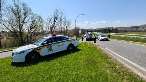 Sûreté du Québec officers staff a checkpoint near Chelsea, Que., and one entrance to Gatineau Park on April 24, 2021, telling drivers with Ontario licence plates to turn around.