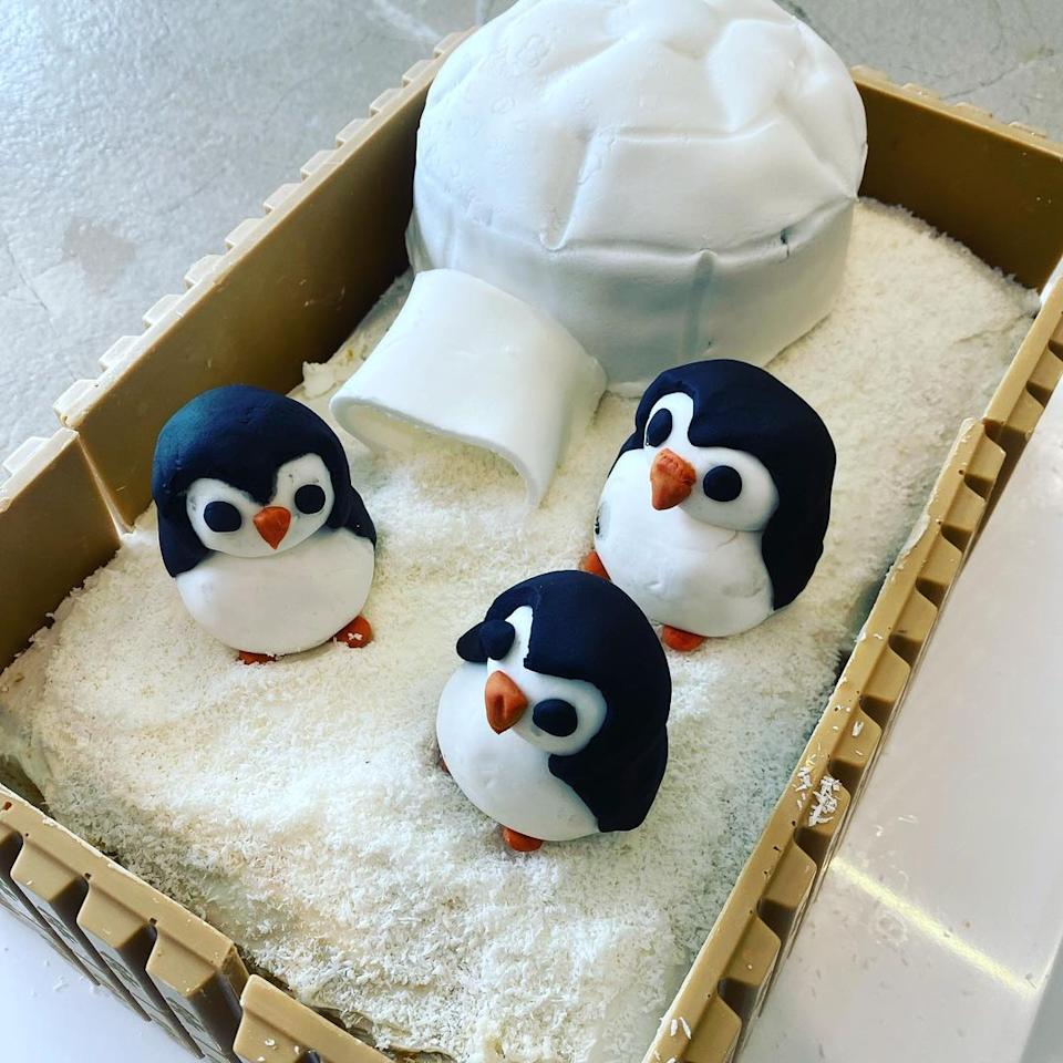 A penguin birthday cake made by Carrie Bickmore for her partner's 40th. Photo: Instagram/bickmorecarrie.