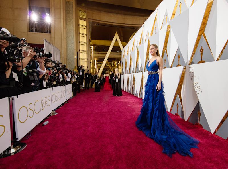 Watch the 2017 oscars red carpet on the people ew live stream - Watch e red carpet online ...