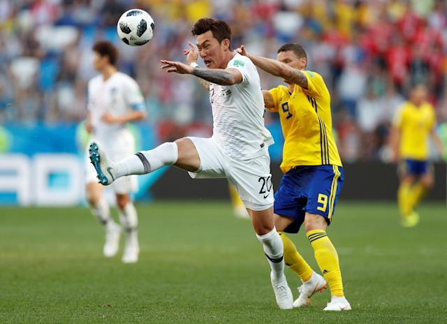 Soccer Football - World Cup - Group F - Sweden vs South Korea - Nizhny Novgorod Stadium, Nizhny Novgorod, Russia - June 18, 2018 South Korea's Jang Hyun-soo in action with Sweden's Marcus Berg REUTERS/Matthew Childs