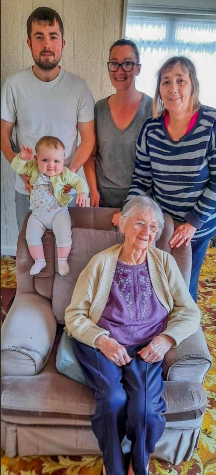 Eloise with her family on her dad's side, left to right, Liam Underwood, dad, Linda, grandma, Kath, great grandma, and great great grandma Brenda Scarisbrick. (SWNS)
