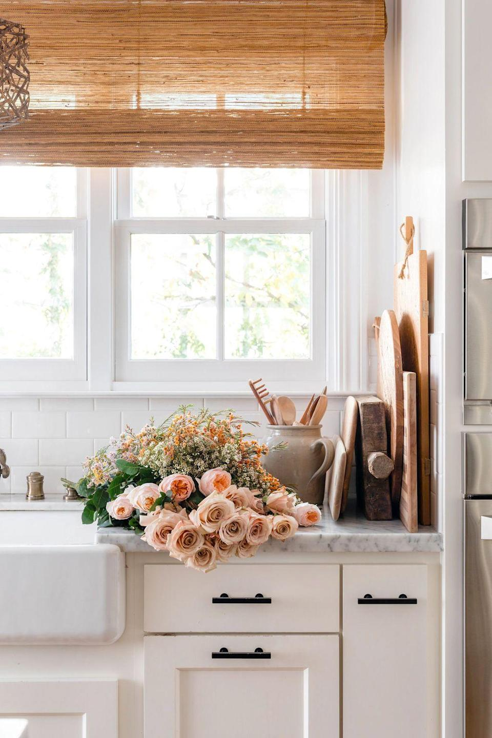"""<p><a href=""""https://www.housebeautiful.com/shopping/home-accessories/tips/g1742/easter-table-decor/"""" rel=""""nofollow noopener"""" target=""""_blank"""" data-ylk=""""slk:Easter"""" class=""""link rapid-noclick-resp"""">Easter</a> usually falls when the weather is finally starting to warm up, making it the first holiday of the year when so many beautiful <a href=""""https://www.housebeautiful.com/entertaining/table-decor/tips/g1679/spring-table-settings-ideas/"""" rel=""""nofollow noopener"""" target=""""_blank"""" data-ylk=""""slk:flowers"""" class=""""link rapid-noclick-resp"""">flowers</a> are finally in season and everything seems to be in bloom. If you're hosting a brunch or you simply want to liven up your home for the holiday, an Easter flower arrangement will set the mood. Get inspired and embrace this spring celebration in style with the twenty chic and <a href=""""https://www.housebeautiful.com/entertaining/holidays-celebrations/a26728661/easter-colors-meaning/"""" rel=""""nofollow noopener"""" target=""""_blank"""" data-ylk=""""slk:on-theme"""" class=""""link rapid-noclick-resp"""">on-theme</a> florals ahead (plus, shop our favorite vases to display them in for even an even more <a href=""""https://www.housebeautiful.com/entertaining/flower-arrangements/a27583792/trader-joes-flower-arrangement-tutorial-video/"""" rel=""""nofollow noopener"""" target=""""_blank"""" data-ylk=""""slk:elevated"""" class=""""link rapid-noclick-resp"""">elevated</a> Easter Sunday). </p>"""