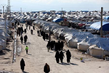 FILE PHOTO: FILE PHOTO: Women walk through al-Hol displacement camp in Hasaka governorate, Syria April 1, 2019. REUTERS/Ali Hashisho/File Photo/File Photo