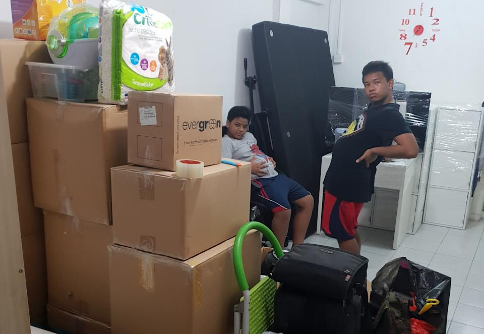 The family preparing to move out of the rental flat at Lengkok Bahru in 2018. (PHOTO: Muhammad Faizal Sugi)