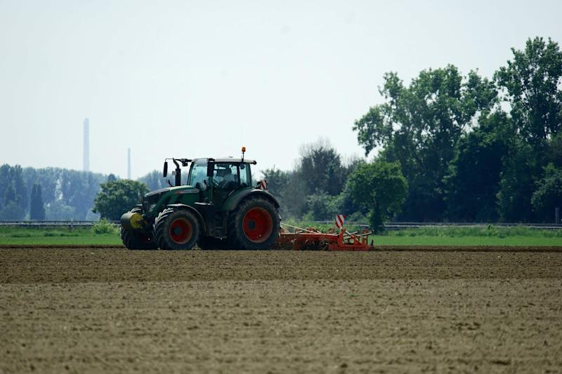 Un tracteur dans un champ de culture (Photo d'illustration). - Flickr - CC Commons - Lutz Blohm