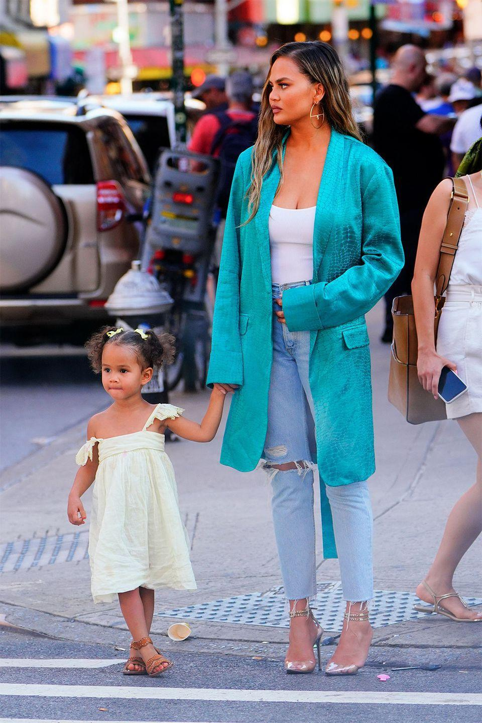 <p>Model Chrissy Teigen passed on her soft facial features and warm brown eyes to her daughter, Luna Stephens.</p>