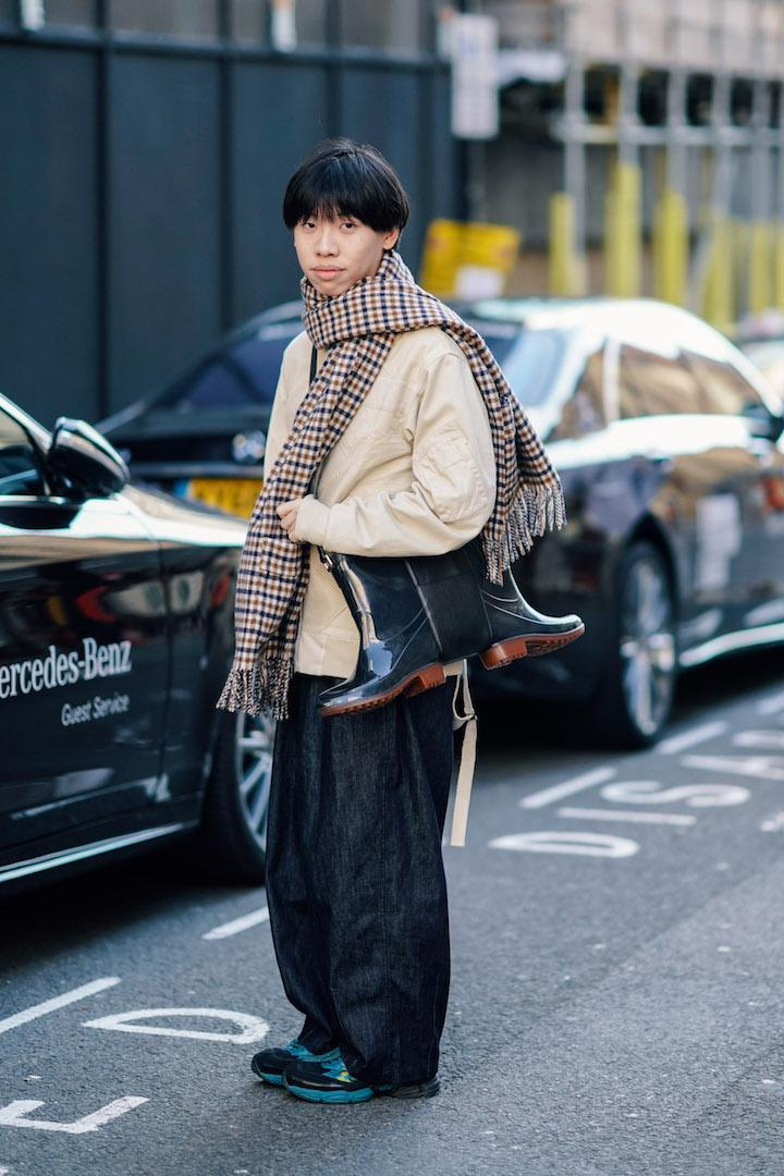 <p>One guest carried a unique boot bag to the shows. <em>[Photo: Getty]</em> </p>