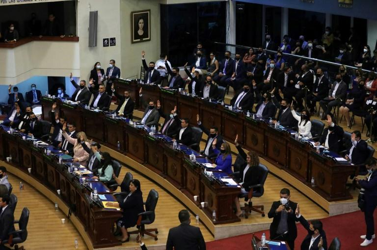El Salvador's Legislative Assembly voted to dismiss top judges critical of the president during its first session following February's elections