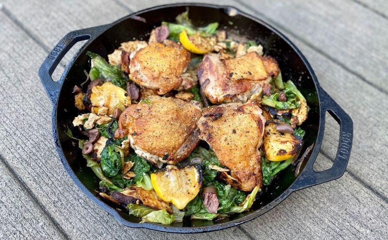 Skillet Roasted Chicken Thighs With Schmaltzy Matzo Crumble