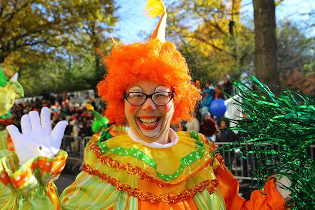 <p>A performer smiles while entertaining the crowd along the parade route in the 91st Macy's Thanksgiving Day Parade in New York, Nov. 23, 2017. (Photo: Gordon Donovan/Yahoo News) </p>