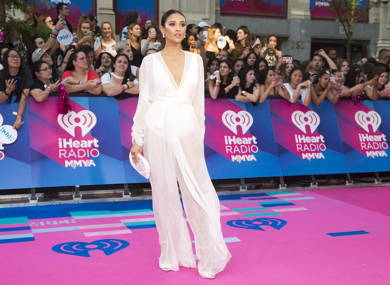 "<p>The ""Pretty Little Liars"" star looked ethereal in an ultra-feminine white jumpsuit. </p>"