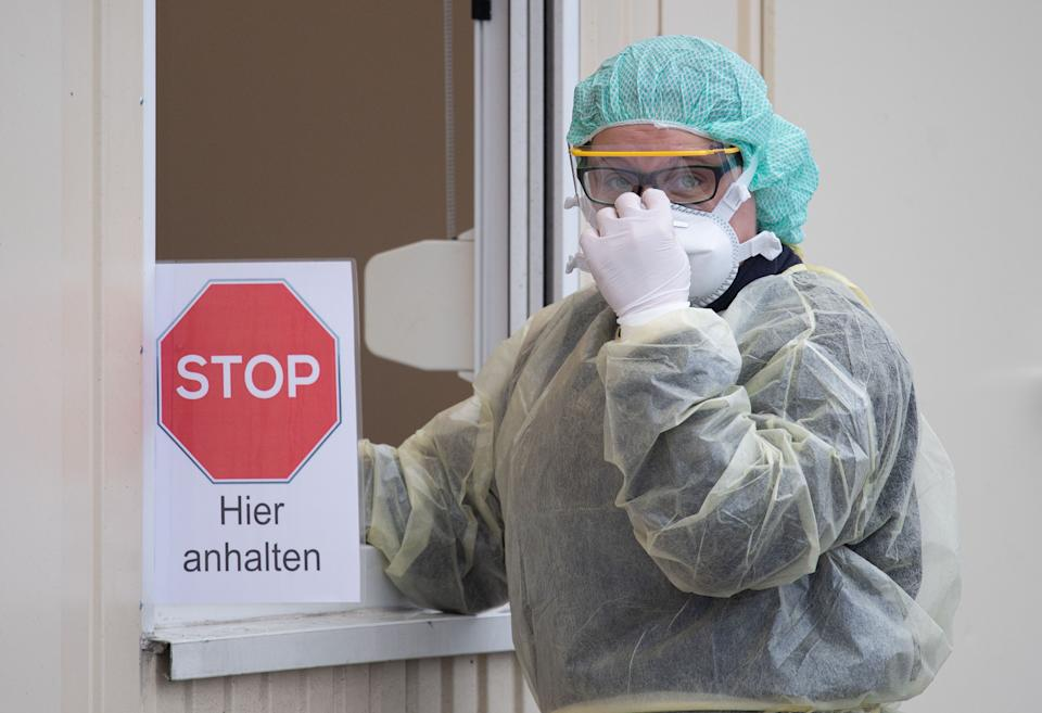 """09 March 2020, Baden-Wuerttemberg, Nürtingen: A hospital employee stands at a container during a press appointment for the start of a """"drive-in"""" test station. (to dpa """"First """"Drive-In"""" test stations for Coronavirus go into operation"""") Photo: Marijan Murat/dpa (Photo by Marijan Murat/picture alliance via Getty Images)"""