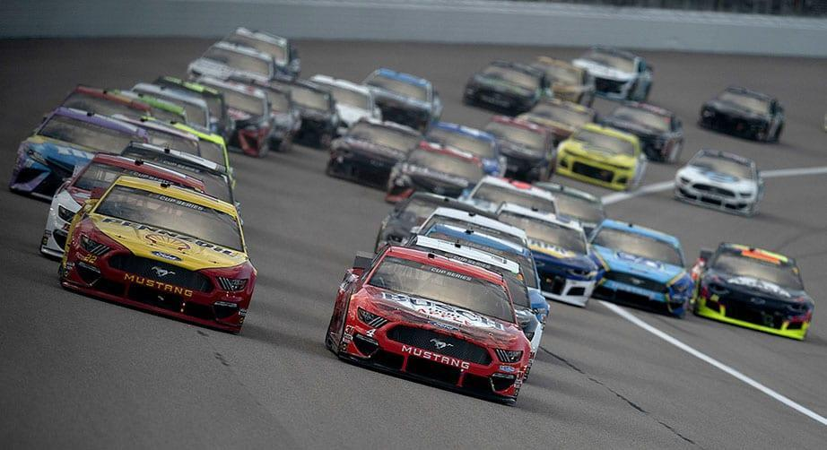 KANSAS CITY, KANSAS - JULY 23: Joey Logano, driver of the #22 Shell Pennzoil Ford, and Kevin Harvick, driver of the #4 Busch Light Apple Ford, lead the field to start the NASCAR Cup Series Super Start Batteries 400 Presented by O\