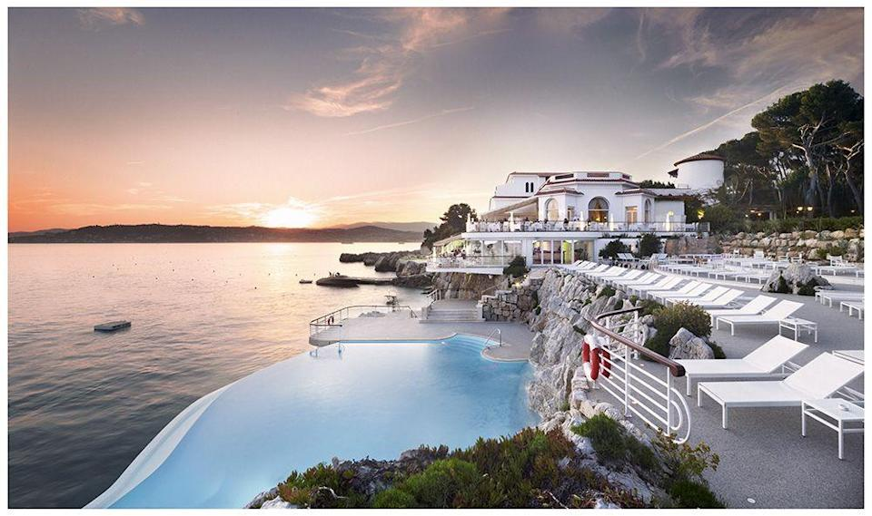 """<p>The likes of F. Scott Fitzgerald, Ernest Hemingway, Picasso, Cary Grant and Elizabeth Taylor have tanned themselves by this famous infinity pool, which offers guests idyllic panoramas of the French Riviera. We love that<a href=""""http://www.oetkercollection.com/hotels/hotel-du-cap-eden-roc"""" rel=""""nofollow noopener"""" target=""""_blank"""" data-ylk=""""slk:Hotel du Cap's"""" class=""""link rapid-noclick-resp""""> Hotel du Cap's</a> head pool attendant will give you a swimming lesson, while waiters expertly craft a delectable cocktail for you to enjoy post-dip. Take us there now.</p>"""