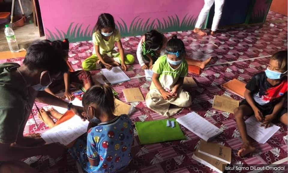 Children during class at the Iskul school