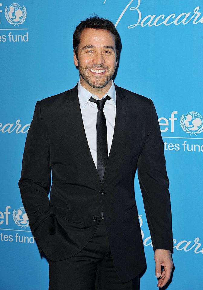 """""""Entourage's"""" Jeremy Piven hams it up on the red carpet. John Shearer/<a href=""""http://www.wireimage.com"""" target=""""new"""">WireImage.com</a> - December 10, 2009"""