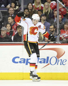 Sasha Yodashkin tees up a busy 11-game slate Thursday, recommending Flames center Sean Monahan on the road in Arizona.