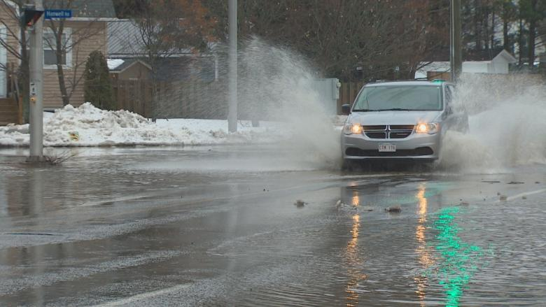 Thousands face power outages, flooding as heavy rains wallop New Brunswick