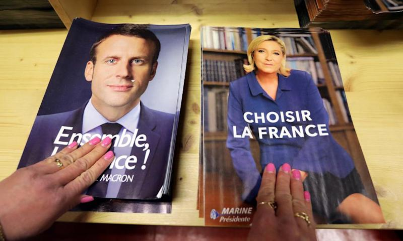 Campaign flyers of Emmanuel Macron and Marine Le Pen