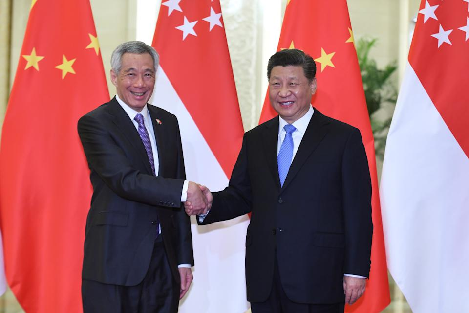 Singapore's Prime Minister Lee Hsien Loong shakes hands with China's President Xi Jinping before their meeting at the Great Hall of the People in Beijing, China  April 29, 2019. Madoka Ikegami/Pool via REUTERS