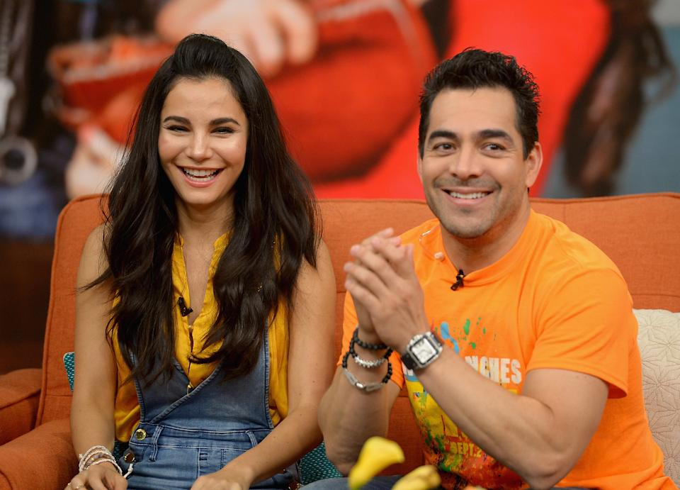 MIAMI, FL - SEPTEMBER 01:  Martha Higareda and Omar Chaparro are seen on the set of 'Despierta America' to promote the film 'No Manches Frida'  at Univision Studios on September 1, 2016 in Miami, Florida.  (Photo by Gustavo Caballero/Getty Images)