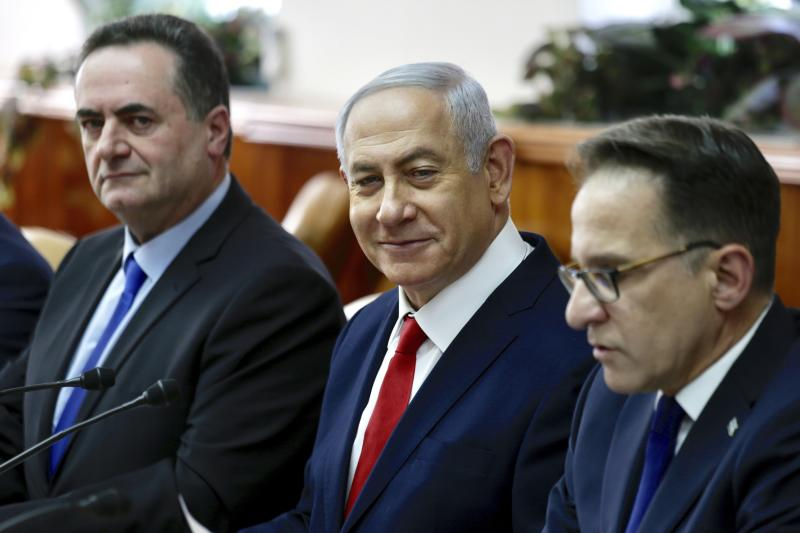 Israeli Prime Minister Benjamin Netanyahu, sits between Minister of Transport Israel Katz, left, and Government Secretary Tzahi Braverman ‏during his weekly cabinet meeting in Jerusalem, Sunday, Jan. 13, 2019. (AP Photo/Ariel Schalit, Pool)