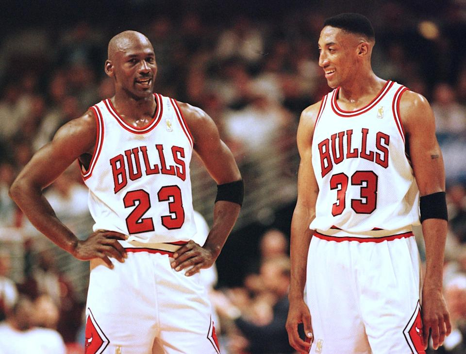 CHICAGO, UNITED STATES:  Michael Jordan (L) and Scottie Pippen (R) of the Chicago Bulls talk during the final minutes of their game 22 May in the NBA Eastern Conference finals aainst the Miami Heat at the United Center in Chicago, Illinois. The Bulls won the game 75-68 to lead the series 2-0.   AFP PHOTO/VINCENT LAFORET (Photo credit should read VINCENT LAFORET/AFP via Getty Images)