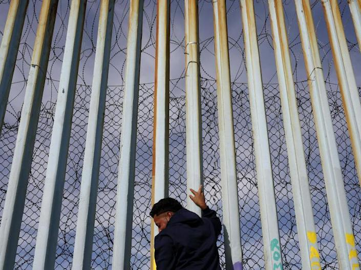 Trump tweets incorrect immigrant crime statistics in defence of Mexico border wall