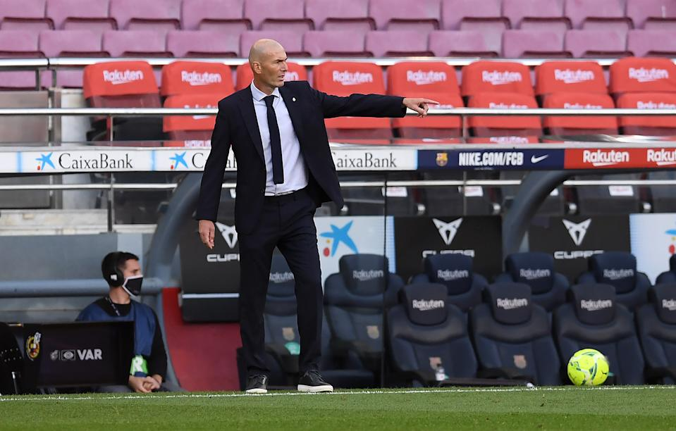 Zinedine Zidane en el Camp Nou (Foto: Alex Caparros/Getty Images)