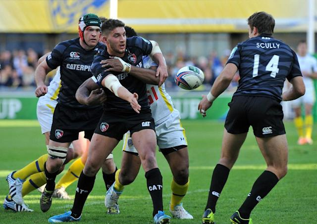 Leicester'S Owen Williams (C) and Blaine Scully (R) during European Cup rugby union match against ASM Clermont-Auvergne in France on April 5, 2014 (AFP Photo/Thierry Zoccolan)
