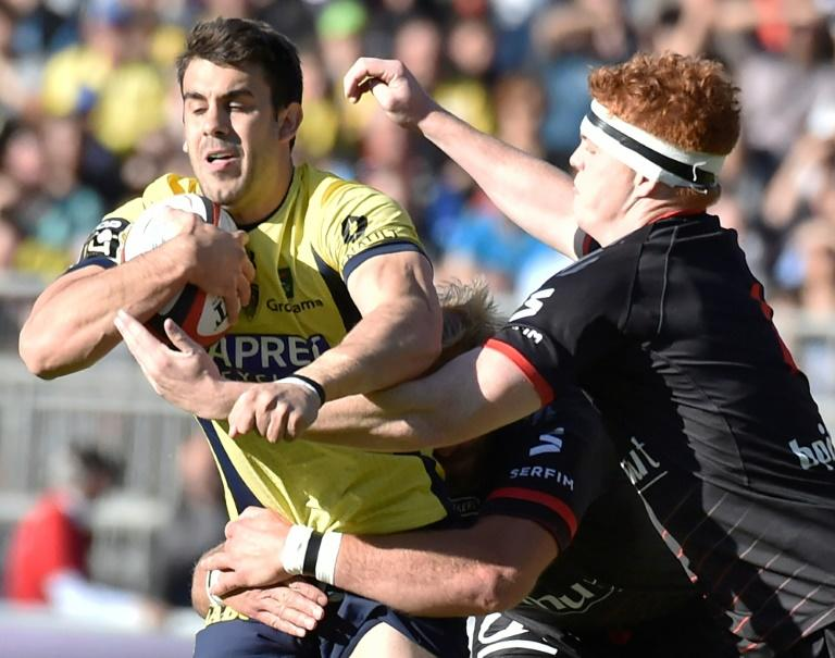 Clermont's Patricio Fernandez Fiante (L)  vies with Lyon's Felix Lambey (R) during their French Top 14 rugby union match at the Matmut Stadium de Gerland in Lyon, central-eastern France