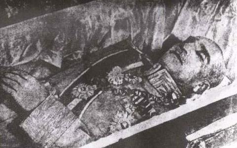 Reza Shah's body as it was buried in 1944