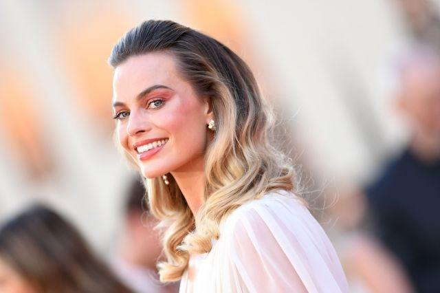 Margot Robbie is in negotiations for the comedy 'Fools Day'