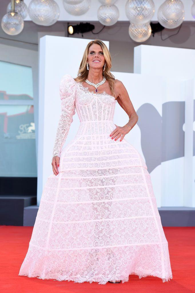 <p>Dello Russo wore an asymmetric Ermanno Scervino gown to the red carpet for 'Madres Paralelas'.</p>