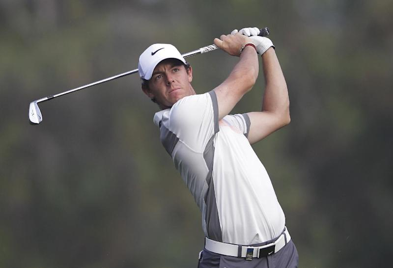 McIlroy retains Dubai lead, Woods 8 shots back